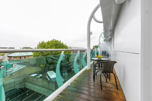 A balcony or terrace at Deluxe Towerpoint Apartment