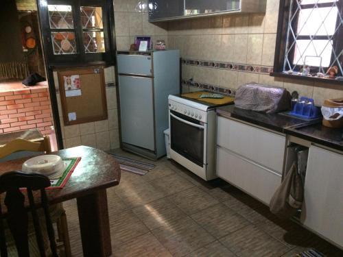 A kitchen or kitchenette at Casa Moinhos de Vento Vintage