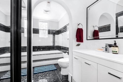 A bathroom at HAKATA RYOKAN 博多旅館 -Holiday House-