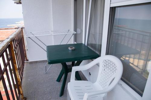 A balcony or terrace at Стаи за гости Зеленика