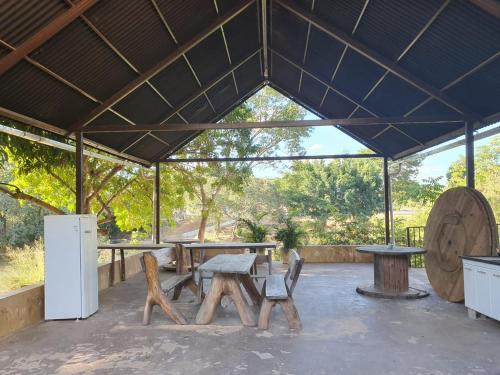 A restaurant or other place to eat at Pousada do Rio Corrente