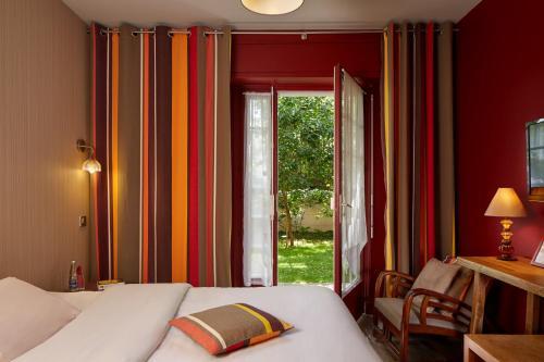 Hotel - Restaurant Le Vert Galant Paris, France