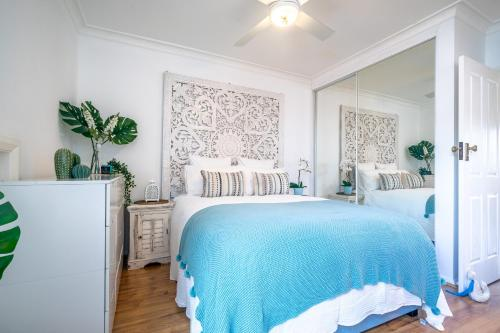 A bed or beds in a room at Boho House Bondi