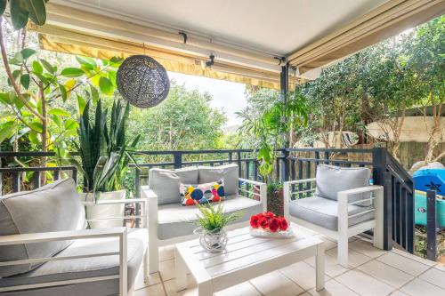 A balcony or terrace at Boho House Bondi