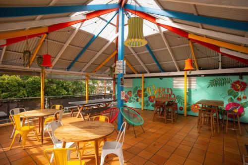 En restaurang eller annat matställe på Cape Byron Hostel YHA