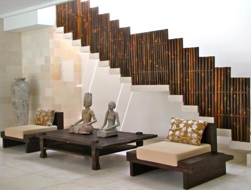 A seating area at Nyaman Villas