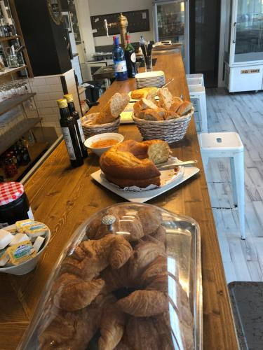 Breakfast options available to guests at Hotel La Farola del Mar
