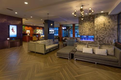 The lobby or reception area at Silver Cloud Hotel - Seattle Stadium