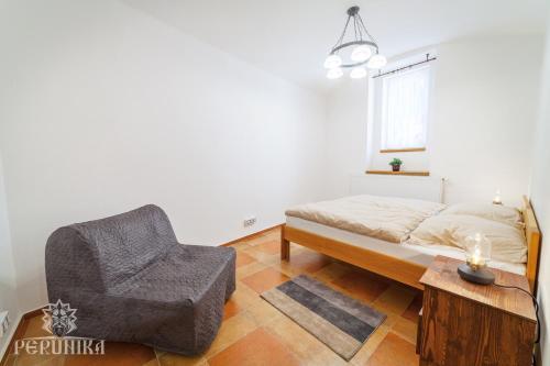 Een bed of bedden in een kamer bij Perunika Apartment in Prague