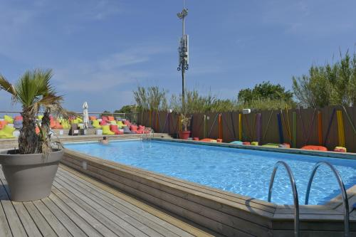 The swimming pool at or close to Sas Robrecht