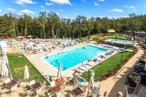 A view of the pool at Orlando in Chianti Glamping Resort or nearby