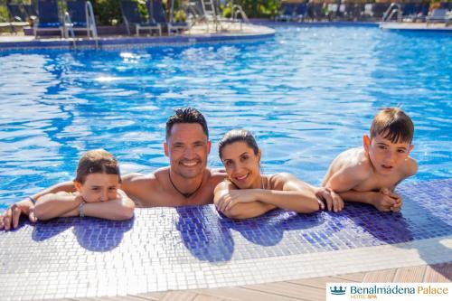 Het zwembad bij of vlak bij Benalmadena Palace Spa