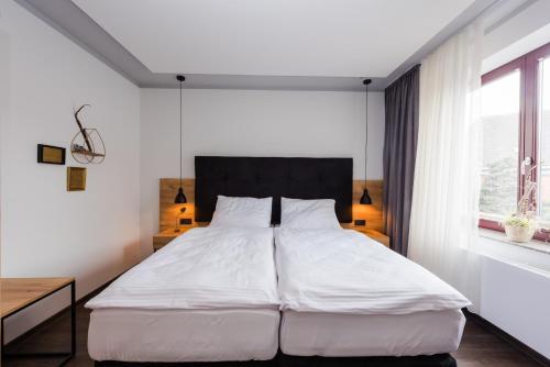 Ein Bett oder Betten in einem Zimmer der Unterkunft 360 Grad Hotel & Bar
