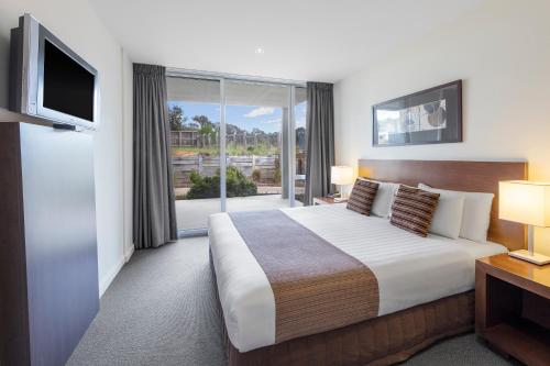 A bed or beds in a room at Wyndham Resort Torquay