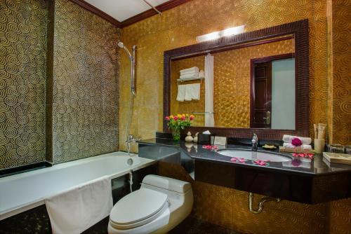 A bathroom at Mercury Central Hotel Hanoi