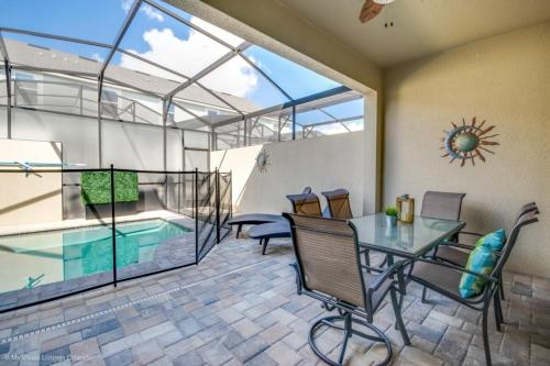 The swimming pool at or close to Stunning 5 Bed Townhome On A Resort 1566 Cpc Townhouse