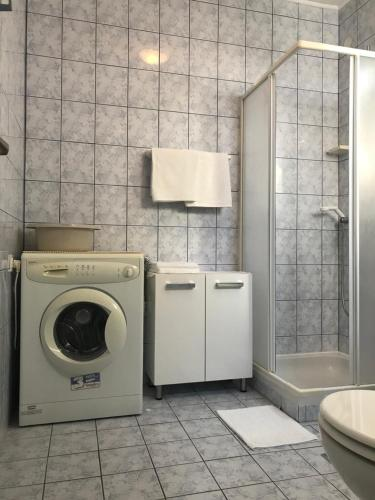 Koupelna v ubytování Apartmani Jadera