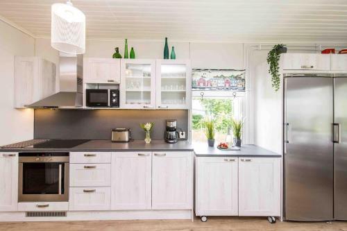 Ett kök eller pentry på Villa Sjöman - with seaview