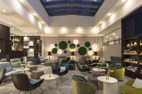 The lounge or bar area at Hyatt Place Frankfurt Airport