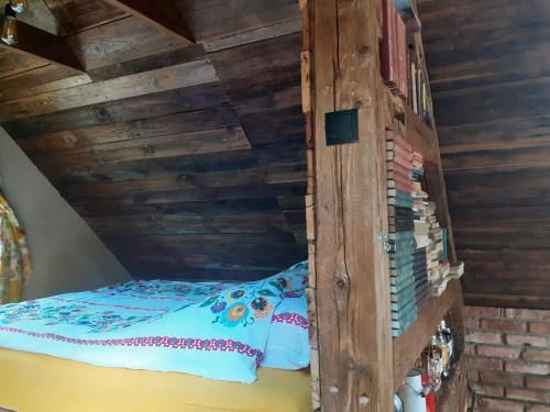 Łóżko lub łóżka w pokoju w obiekcie Ptasia Osada Dom Kwokacz 6-8 osób