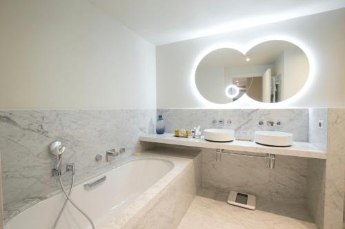 Salle de bains dans l'établissement Hôtel California Champs Elysées