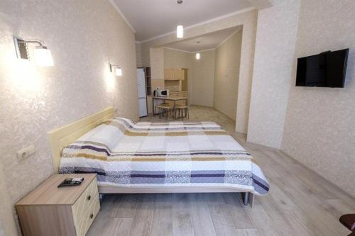 A bed or beds in a room at Apartment on Shevchenko 65