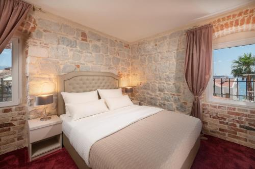 A bed or beds in a room at Hotel Agava Split