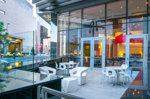 A restaurant or other place to eat at Hampton Inn & Suites Denver Downtown Convention Center