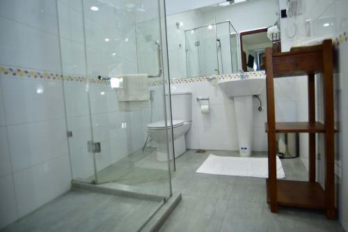 A bathroom at Colombo Villa at Cambridge Place