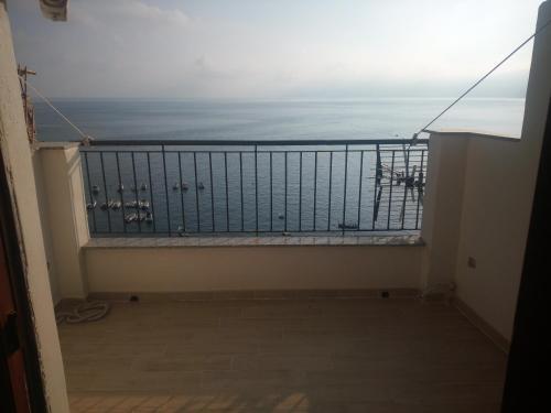 Balcone o terrazza di CHIANALEA SCILLA al CASTELLO di SCILLA CHIANALEA APARTMENTS & ROOMS
