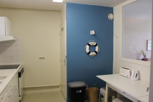 A bathroom at Saint Philibert à 2 pas de la mer