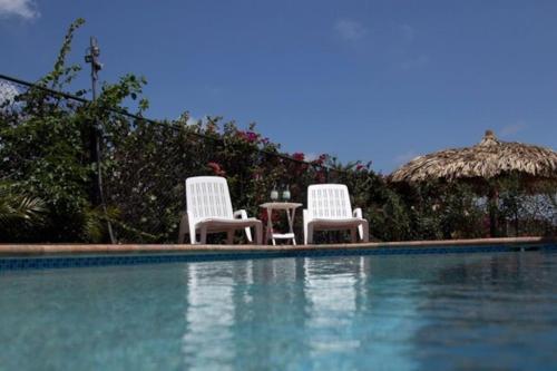 A piscina localizada em Villa Porto Marie ou nos arredores