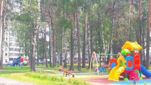 Children's play area at Уютная квартира рядом со станцией