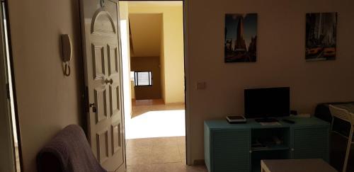 TV a/nebo společenská místnost v ubytování Viviendas XXIII