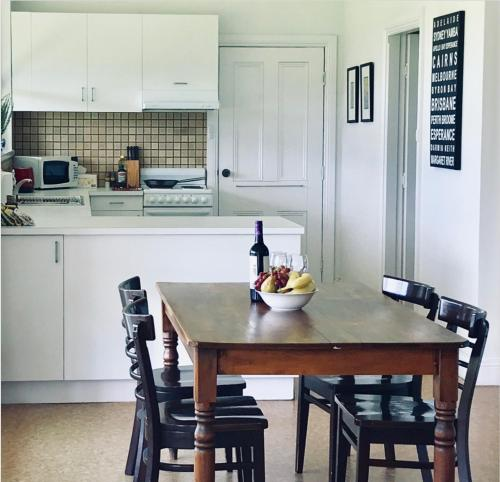 A kitchen or kitchenette at The Lake House Retreat