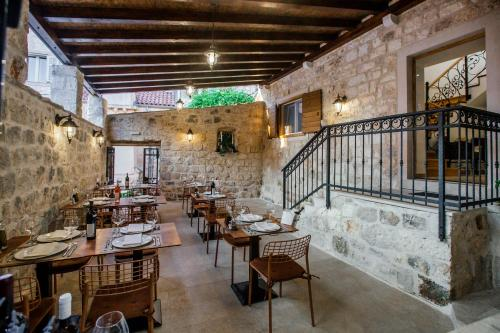 A restaurant or other place to eat at Heritage Hotel Dea Hvar