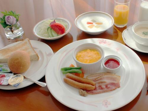 Breakfast options available to guests at Hotel Crown Palais Aomori