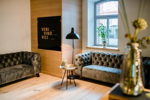 Ein Sitzbereich in der Unterkunft Weinhotel Freylich Zahn
