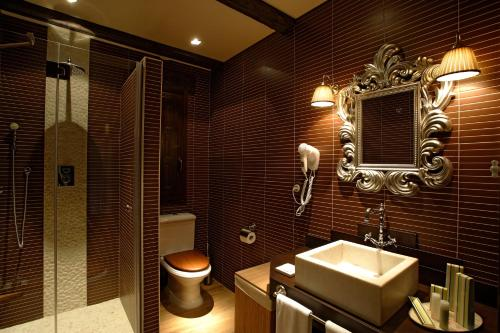 A bathroom at Hotel Rural Los Ánades