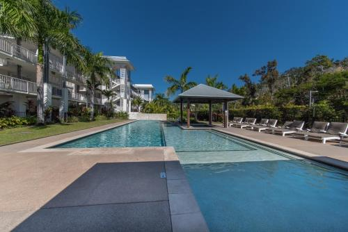 The swimming pool at or near Marina Dreams- Airlie Beach