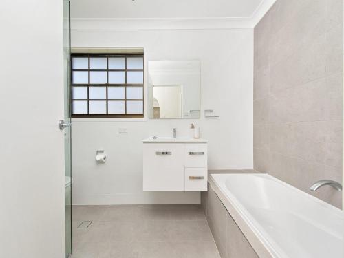 A bathroom at Amaroo Retreat @ Fingal Bay