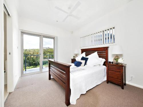 A bed or beds in a room at Casa al Mare @ Fingal Bay