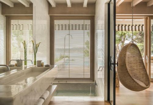 A bathroom at Four Seasons Astir Palace Hotel Athens