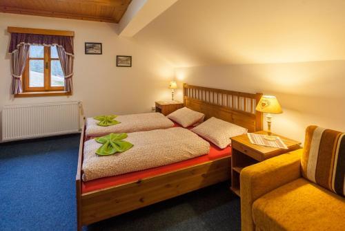 Ein Bett oder Betten in einem Zimmer der Unterkunft Bouda Pod Sněžkou