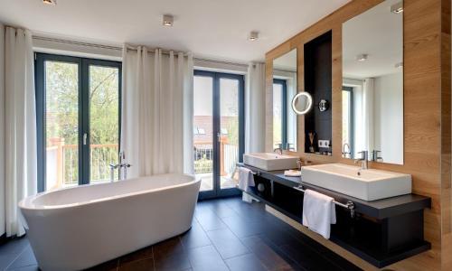 Ein Badezimmer in der Unterkunft Hotel Strandhaus - Boutique Resort & Spa