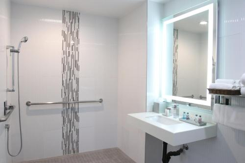 A bathroom at BLVD Hotel & Suites - Walking Distance to Hollywood Walk of Fame