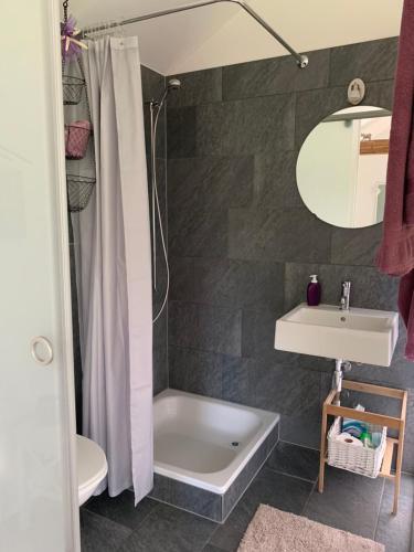 A bathroom at Ofenhaus
