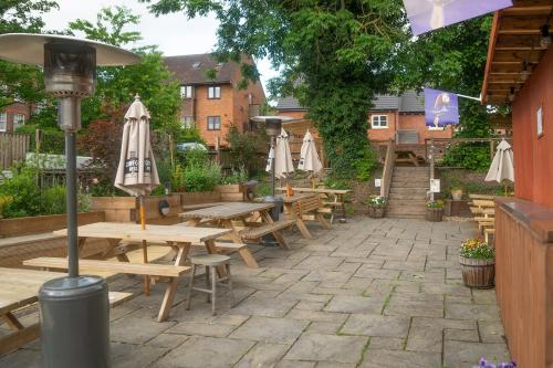 A restaurant or other place to eat at The Olde Kings Arms