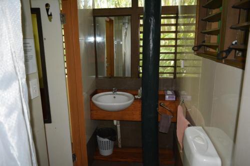 A bathroom at Colo-I-Suva Rainforest Eco Resort