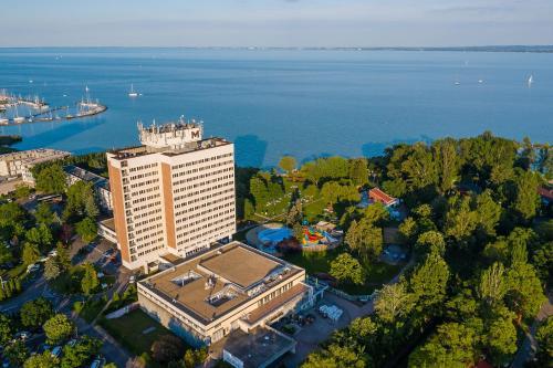 A bird's-eye view of Danubius Hotel Marina